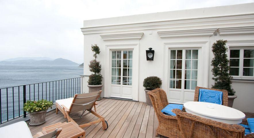 Дом на юге остров Сели недалеко от моря